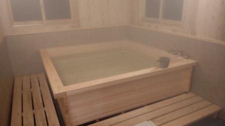 檜木風呂にお湯を張ってみました