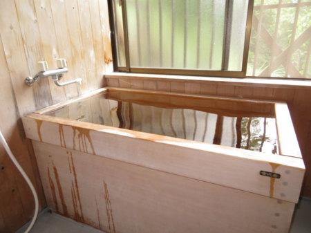 檜のお風呂で疲れもすっきり
