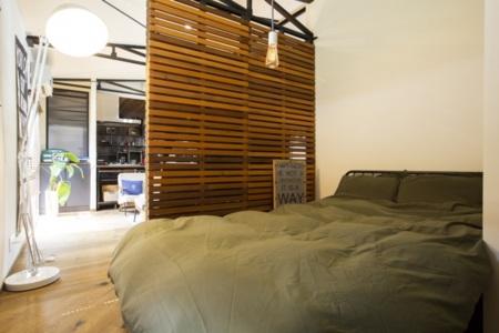 ワンルームの奥、寝室となります
