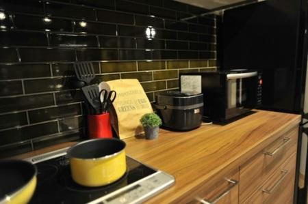 2人~3人で調理もしやすい2列型キッチン