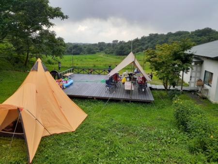 テント設置風景