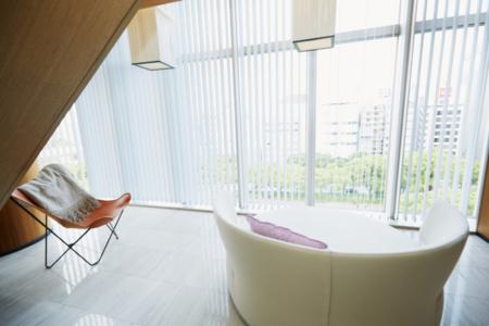 窓からは目の前の公園や名古屋市内が一望