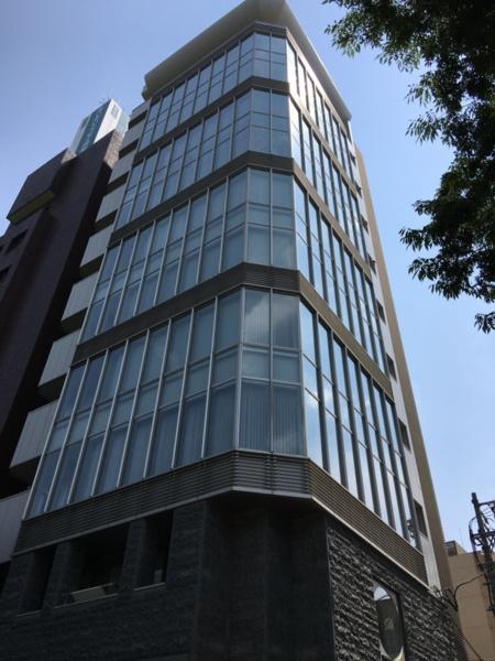こちらのビルの9階・10階ペントハウス