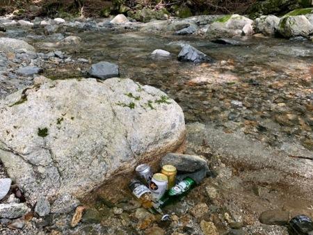 目の前の渓流は天然の冷蔵庫です