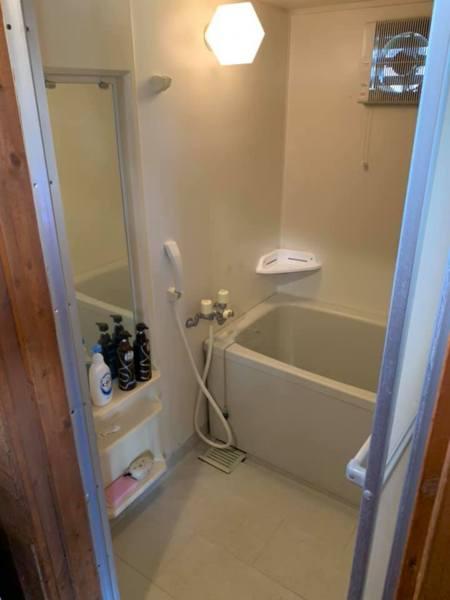お風呂は狭め・・・日帰り入浴がおすすめ