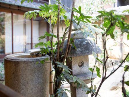 京都の伝統的な造で、風呂とトイレが回りに