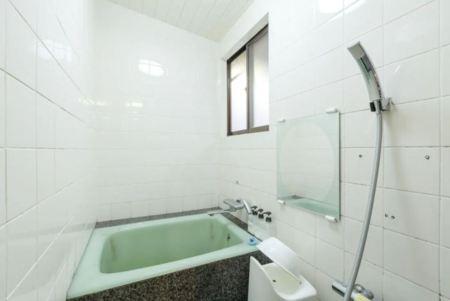 普通のお風呂ですが、シャワーもあります