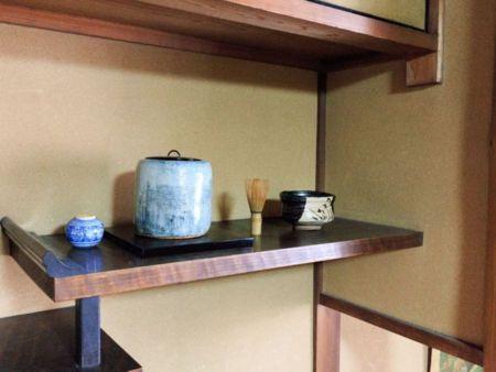 茶器が1Fと2Fにあり。人間国宝作品あり