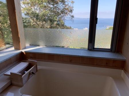 美しい浴槽からの展望温泉