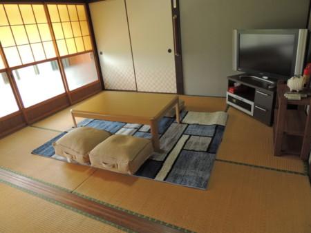 客室は合計12畳のゆったりしたスペースで