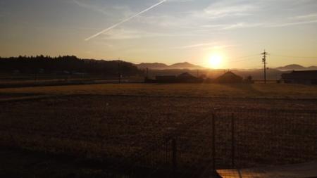 東から昇る朝日を堪能できます。
