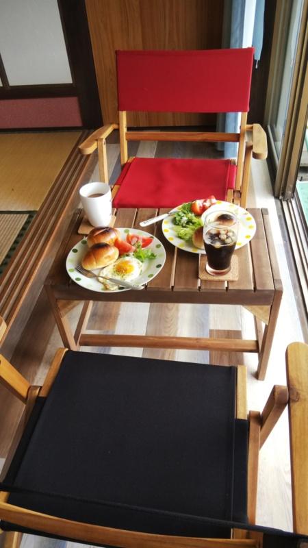 朝日を見ながら縁側で朝食など