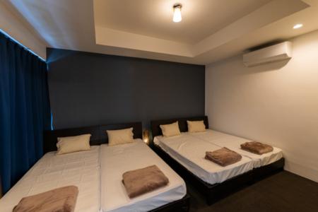 寝室1 シングルベッド×4 敷布団×2