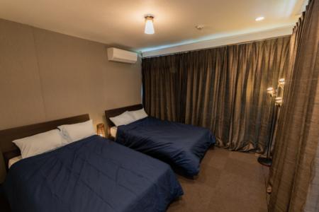 寝室2 セミダブルベッド×2 敷布団×2