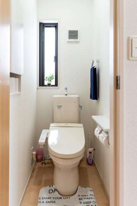 1階、ウォシュレット付きトイレ