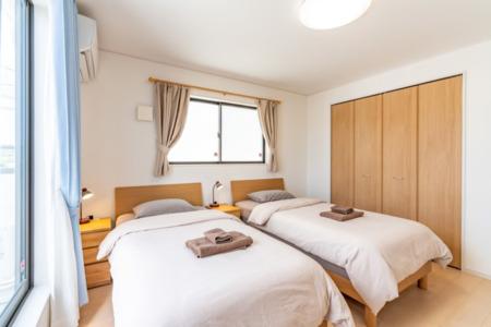 2階広々寝室、洋間A
