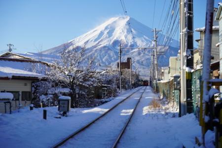 富士急行線の谷村町駅から歩いて10秒