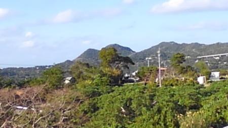 ベランダから、円錐カルストの山々が眺望