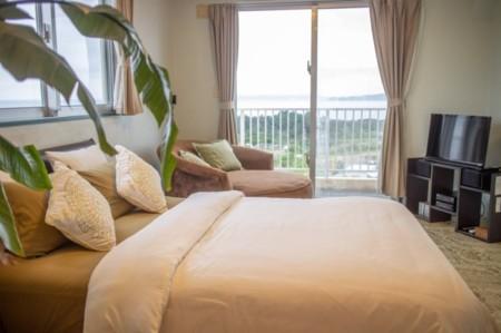 寝室1:寝室からも海が見えます。