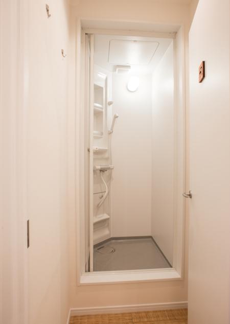 シャワールーム4箇所あります