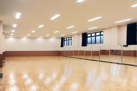 ダンスホール隣接