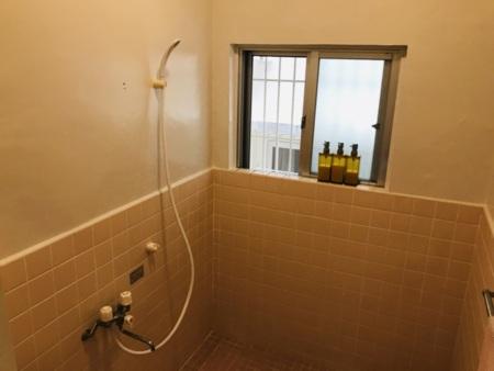 2階:広々シャワー室