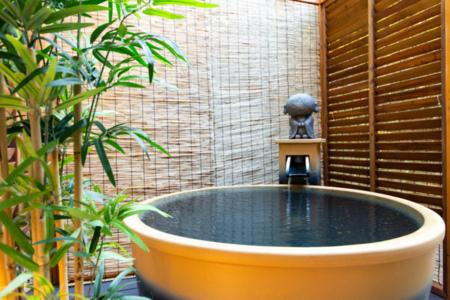 かわいい温泉露天風呂がございます。