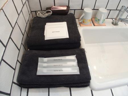 タオル、歯ブラシご用意します。