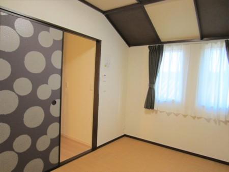 102号室2階和室 布団3枚まで敷けます