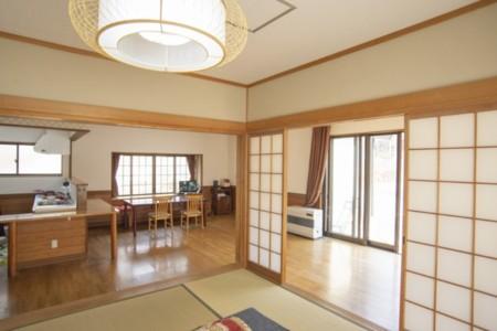 1階のリビング・小上がり和室