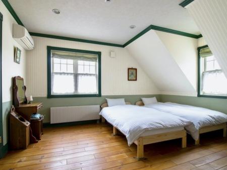 シンプルな2階の寝室