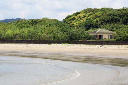 ささやかなおうち崎田・施設前ビーチ