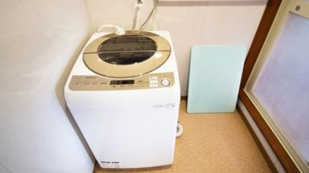 洗濯機もご用意。長期滞在にも便利