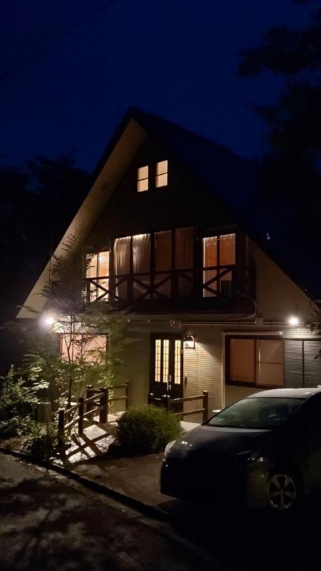 夜のゲストハウスKOMOREBI