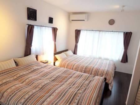 寝室(ダブルベッド×2)