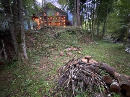 専用キャンプ場付き貸別荘です。