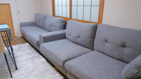 1F洋室の広々ソファ