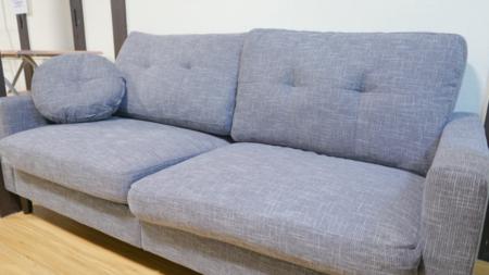 3人がけのソファはゆったり座れます