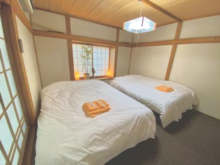 ベッドが2台ある和洋室のお部屋です