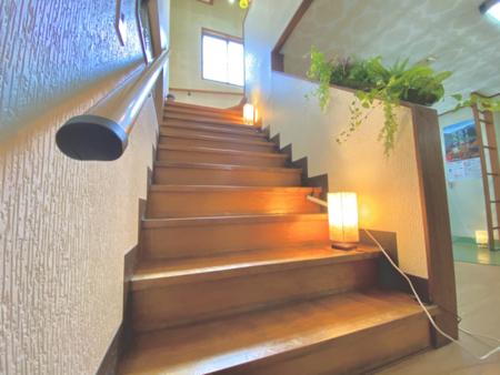 階段を上がってお2階へ