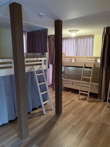 2段ベッド×4台。2段ベッドルーム。