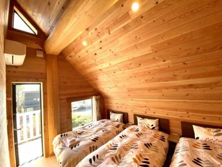 清々しい木の香りが漂う3人部屋