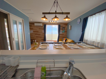 オープンキッチンで対面調理が可能