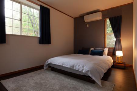 ダブルベット1台のゆったりした寝室