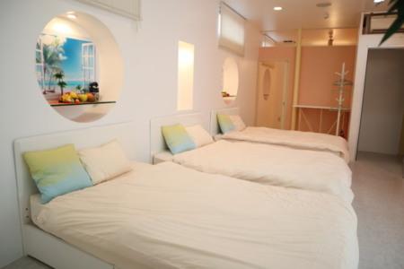 シングルベッドが3つ並んでいます