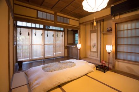 茶室を改装した寝室