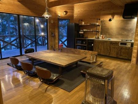 道志村の杉板で作った大きなテーブル