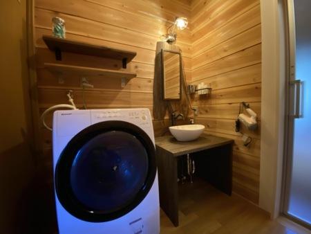 ドラム式洗濯機と洗面台