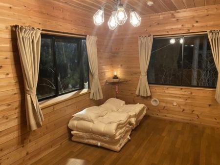 寝室2、4人シングル布団を用意