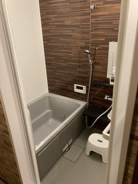 ゆっくり浸かれる浴槽のついた浴室です
